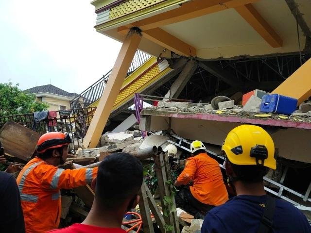 Indonesia tan hoang sau động đất kinh hoàng khiến 67 người chết - 7