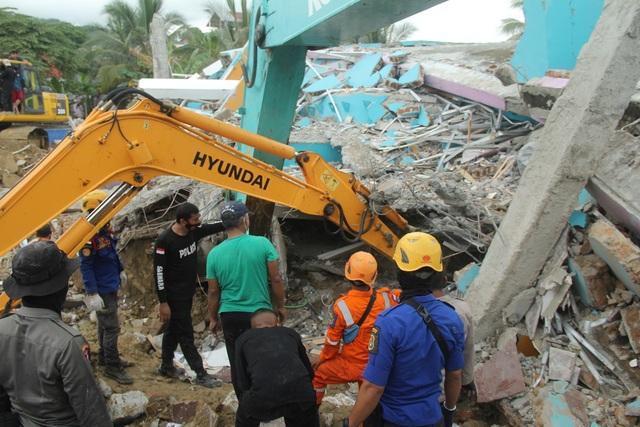 Indonesia tan hoang sau động đất kinh hoàng khiến 67 người chết - 8