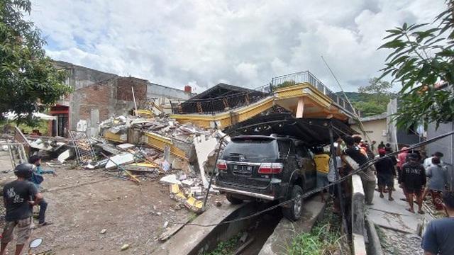 Indonesia tan hoang sau động đất kinh hoàng khiến 67 người chết - 10