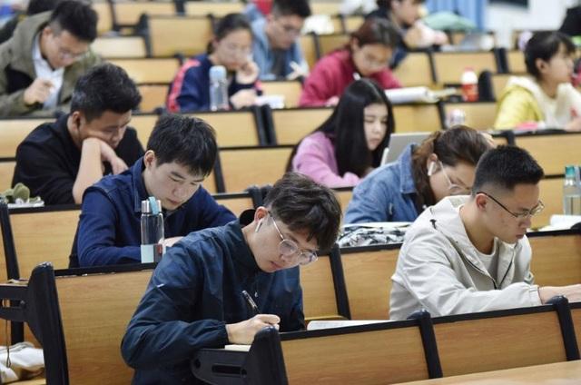 Trung Quốc: Điều chỉnh lịch nghỉ lễ tại các trường đại học - 1