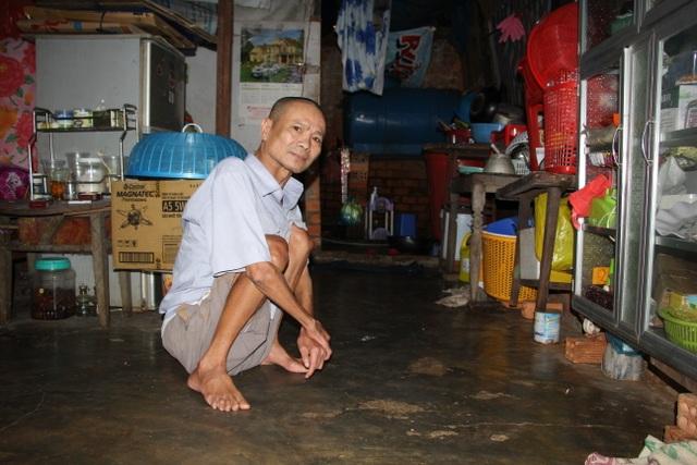 Người đàn ông tật nguyền trong căn nhà chờ sập mơ chiếc xe lăn điện - 9
