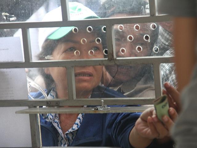Cổ động viên TPHCM lên cơn sốt vé xem Kiatisuk trình làng ở sân Thống Nhất - 8