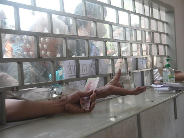 Cổ động viên TPHCM lên cơn sốt vé xem Kiatisuk trình làng ở sân Thống Nhất - 10
