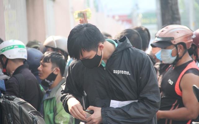 Cổ động viên TPHCM lên cơn sốt vé xem Kiatisuk trình làng ở sân Thống Nhất - 14