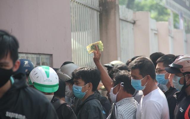 Cổ động viên TPHCM lên cơn sốt vé xem Kiatisuk trình làng ở sân Thống Nhất - 9
