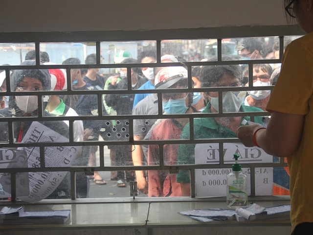 Cổ động viên TPHCM lên cơn sốt vé xem Kiatisuk trình làng ở sân Thống Nhất - 12