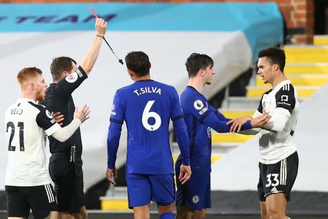 Chelsea vất vả thắng 10 người của Fulham - 2
