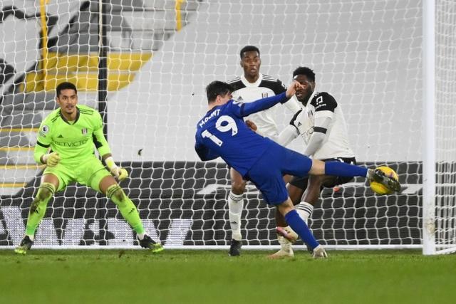 Chelsea vất vả thắng 10 người của Fulham - 3