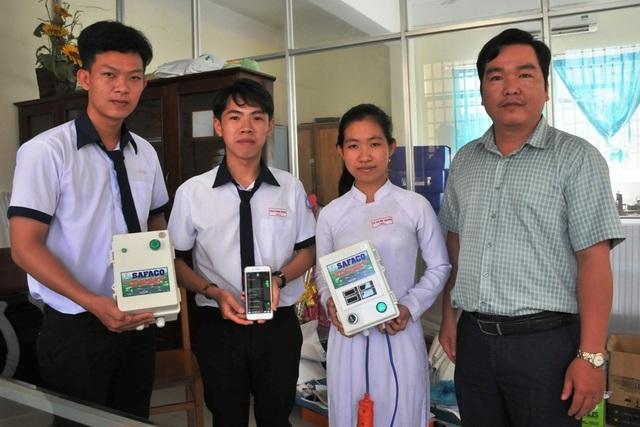 Học sinh chế hộp điều khiển máy bơm từ điện thoại… thu trăm triệu đồng - 3