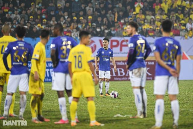Ngày khai màn thất vọng của các ứng cử viên vô địch V-League - 2