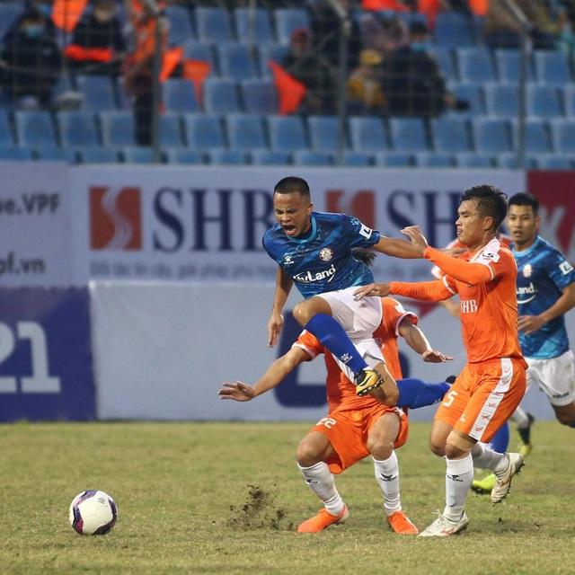 Đức Chinh ghi bàn, SHB Đà Nẵng đánh bại CLB TPHCM