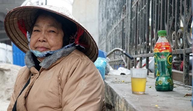 Không khí lạnh tăng cường, người dân Thủ đô co ro khi ra đường - 4