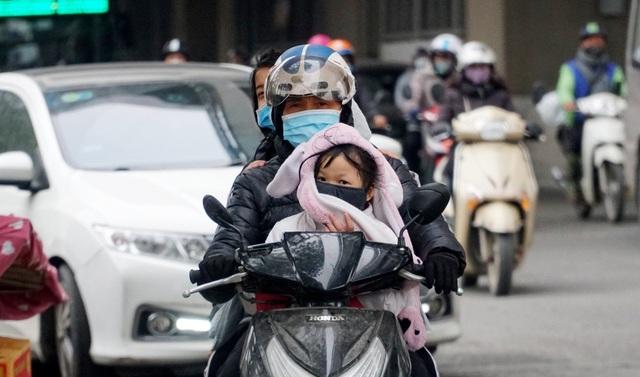 Không khí lạnh tăng cường, người dân Thủ đô co ro khi ra đường - 5