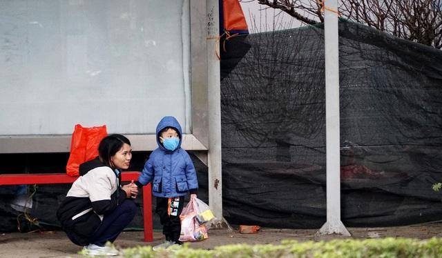 Không khí lạnh tăng cường, người dân Thủ đô co ro khi ra đường - 8