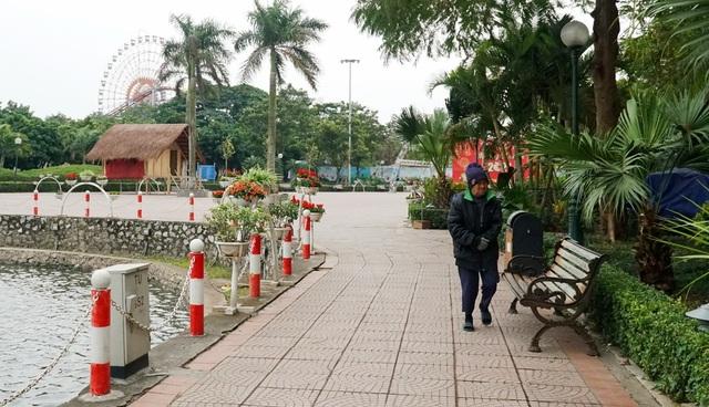 Không khí lạnh tăng cường, người dân Thủ đô co ro khi ra đường - 14
