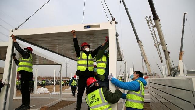 Trung Quốc xây thần tốc bệnh viện Covid-19 1.500 phòng trong 5 ngày - 1