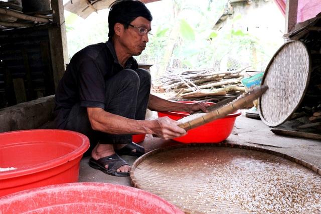 Cả làng hò nhau nổ nếp làm nên thứ bánh Tết đặc sản xứ Quảng - 1