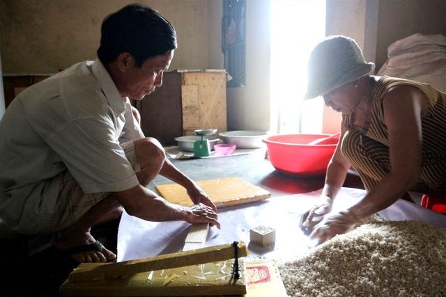 Cả làng hò nhau nổ nếp làm nên thứ bánh Tết đặc sản xứ Quảng - 5