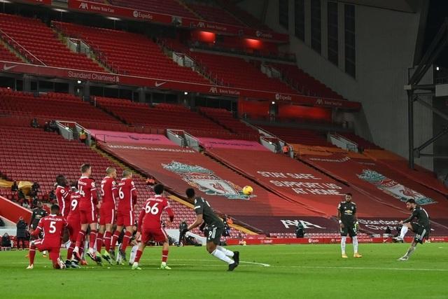 Fernandes phung phí cơ hội vàng, Man Utd chia điểm trên sân Liverpool - 9