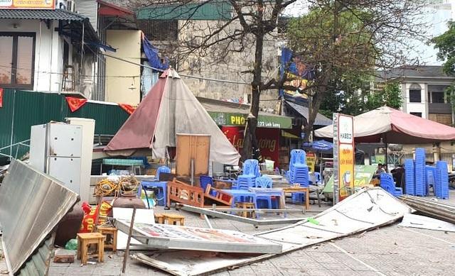 Khởi tố vụ côn đồ đập phá, đánh dân dã man giữa ban ngày tại quận Ba Đình - 2