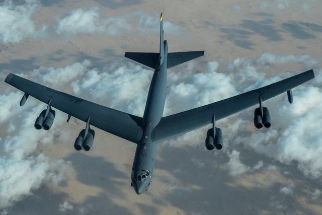 Iran dọa nghiền nát đối thủ sau khi Mỹ điều B-52 tới Trung Đông - 1