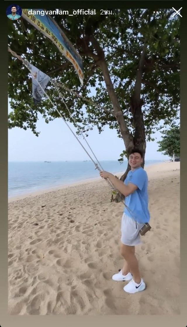 Cổ động viên Thái Lan tức giận khi Đặng Văn Lâm bỏ tập đi chơi - 2