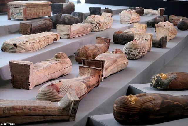 Phát hiện kho báu lớn ở nghĩa trang có từ thời Ai Cập cổ đại - 2