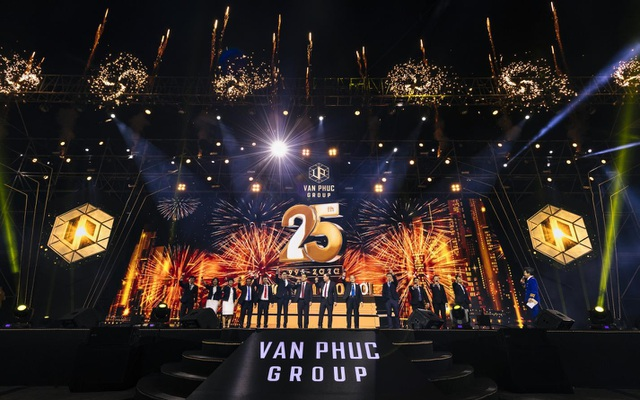 Trúng thưởng Mercedes, Honda CRV trong sự kiện 25 năm thành lập Van Phuc Group - 1