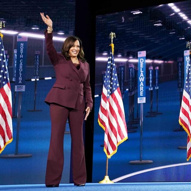 Nữ Phó tổng thống đầu tiên trong lịch sử Mỹ - 12