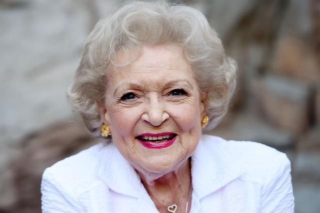 Bí quyết sống vui, khỏe, có ích của nữ diễn viên huyền thoại 99 tuổi - 1