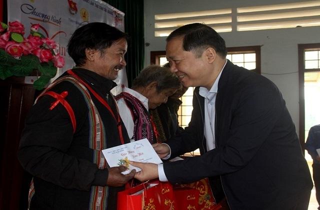 Chủ tịch UBND tỉnh Bình Định: Không để ai bị bỏ lại phía sau... - 2