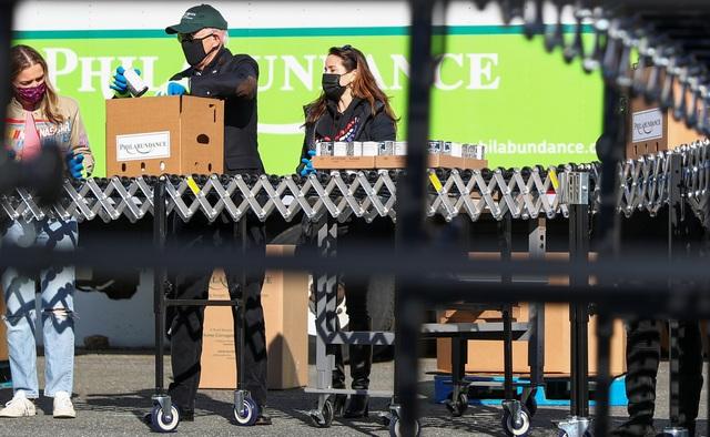 Ông Biden đích thân đóng hộp thực phẩm từ thiện trước ngày nhậm chức - 4
