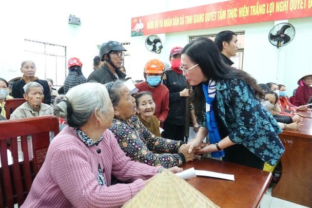 Quảng Ngãi: Bí thư Tỉnh ủy chúc tết hàng trăm hộ nghèo huyện Sơn Tịnh - 1