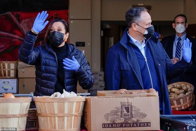 Ông Biden đích thân đóng hộp thực phẩm từ thiện trước ngày nhậm chức - 8