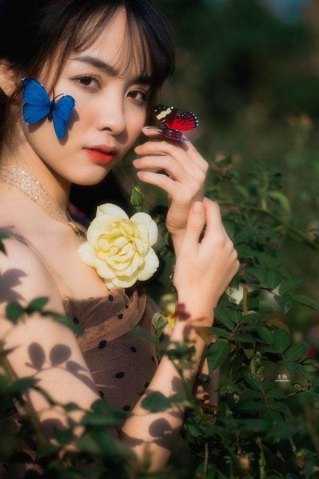 Nữ sinh Bách khoa hóa công chúa mơ màng giữa rừng hoa - 1