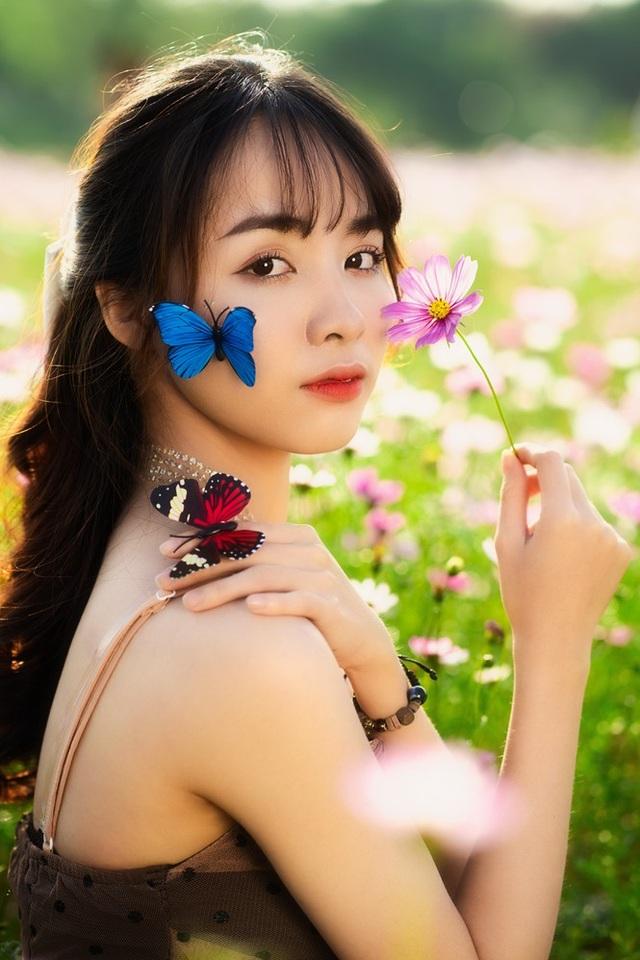 Nữ sinh Bách khoa hóa công chúa mơ màng giữa rừng hoa - 10