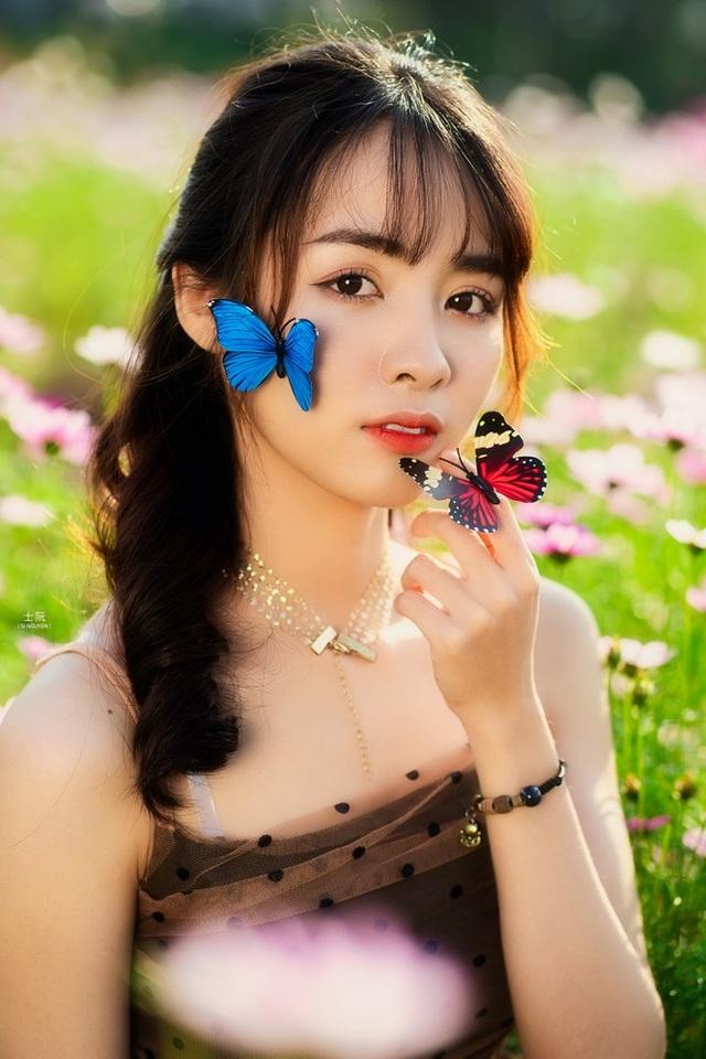 Nữ sinh Bách khoa hóa công chúa mơ màng giữa rừng hoa - 11