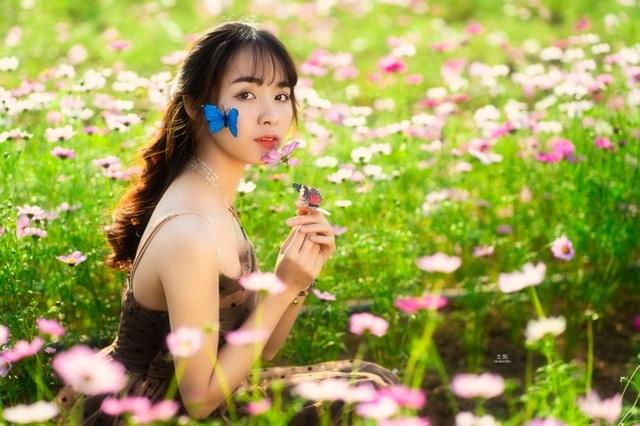 Nữ sinh Bách khoa hóa công chúa mơ màng giữa rừng hoa - 12