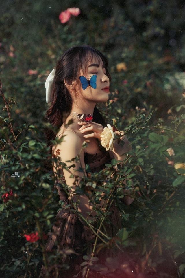 Nữ sinh Bách khoa hóa công chúa mơ màng giữa rừng hoa - 2