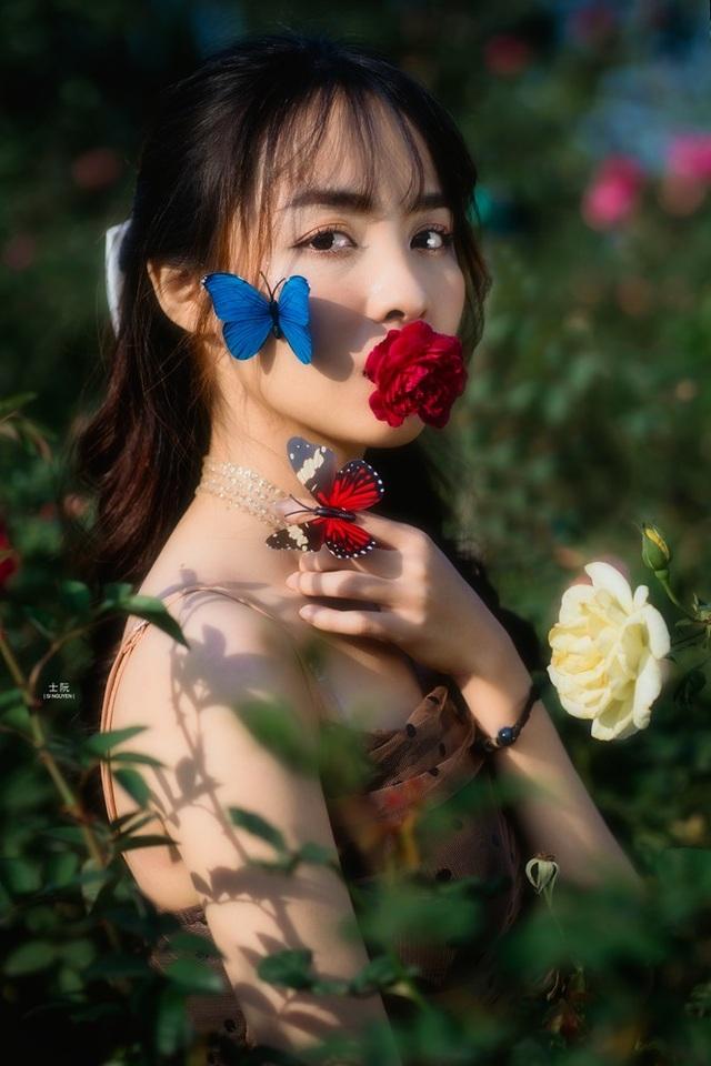 Nữ sinh Bách khoa hóa công chúa mơ màng giữa rừng hoa - 3