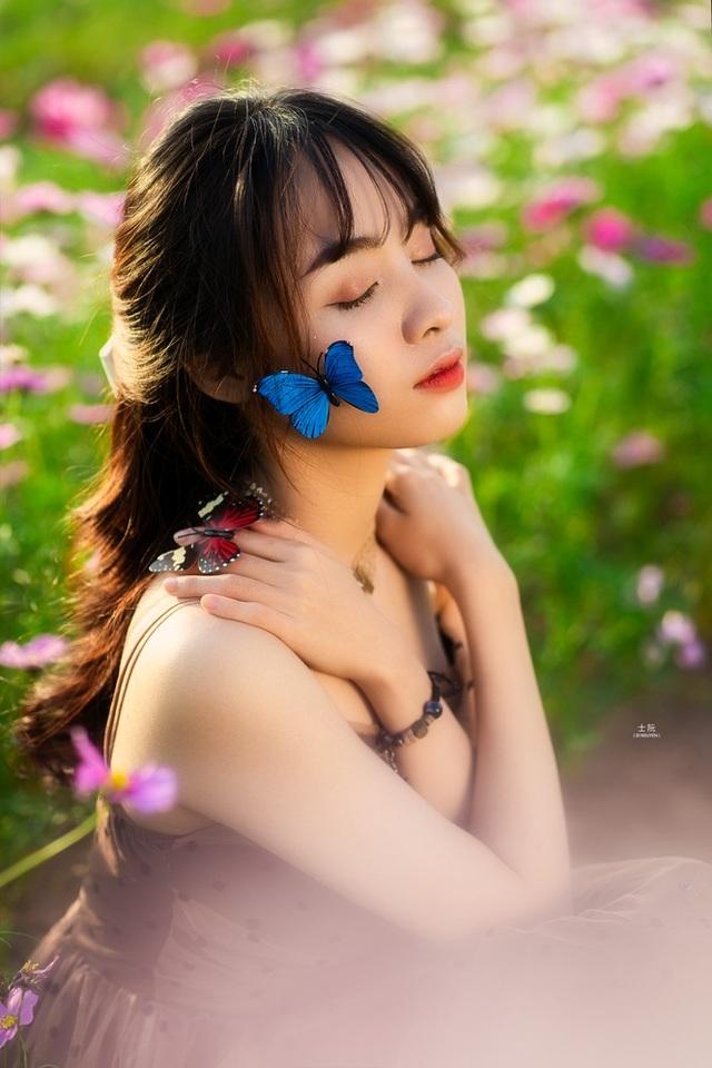 Nữ sinh Bách khoa hóa công chúa mơ màng giữa rừng hoa - 5