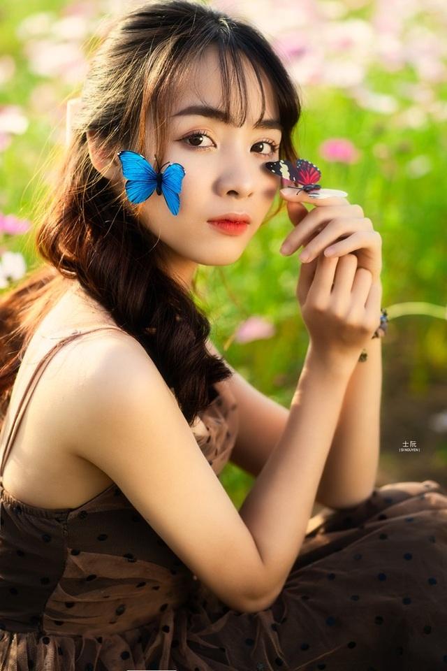Nữ sinh Bách khoa hóa công chúa mơ màng giữa rừng hoa - 7
