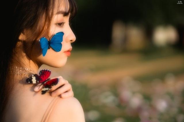 Nữ sinh Bách khoa hóa công chúa mơ màng giữa rừng hoa - 8