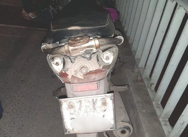 Người phụ nữ để lại xe máy, tư trang nhảy cầu tự vẫn - 1