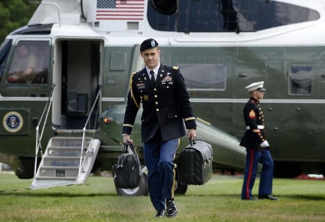 Ông Trump sẽ bàn giao vali hạt nhân cho ông Biden thế nào? - 1