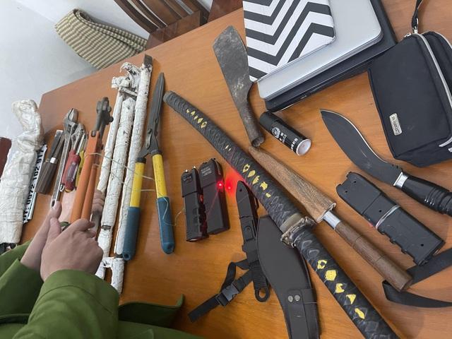 Sử dụng dùi cui, dao kiếm gây ra 20 vụ trộm cắp tài sản  - 1