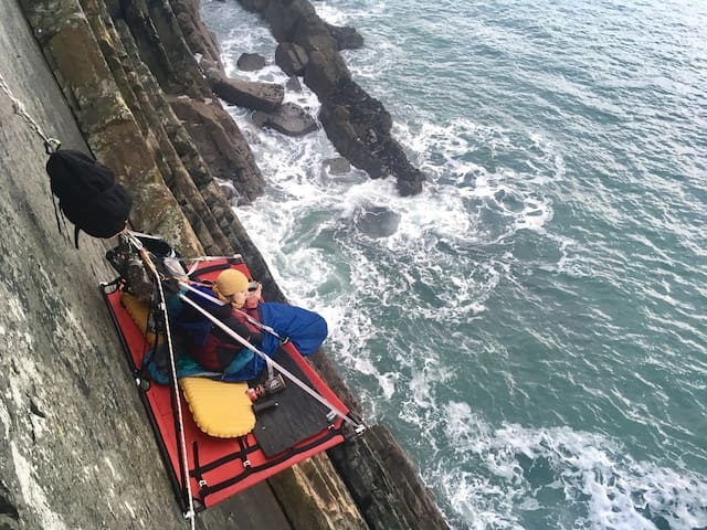 Chi 11 triệu đồng để thử cảm giác ngủ cheo leo bên vách núi giữa biển - 3