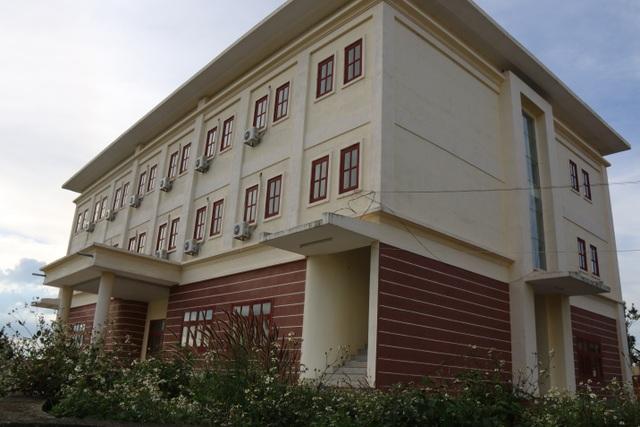 Trung tâm dạy nghề 40 tỷ đồng, chưa bàn giao đã như bỏ hoang - 4