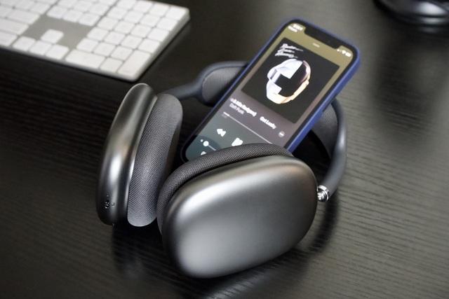 Tai nghe AirPods Max dính lỗi tụt pin khiến người dùng kêu trời - 1