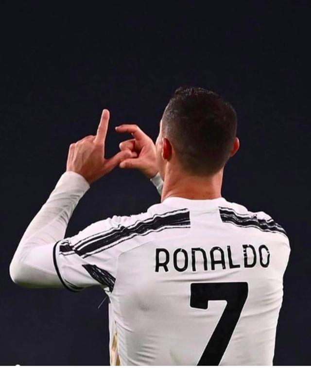Bạn gái C.Ronaldo tỏa sáng với bộ sưu tập nội y nóng bỏng - 6
